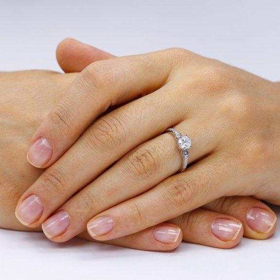 Inel de logodna argint Solitar cu cristale laterale mici TRSR039, Corelle