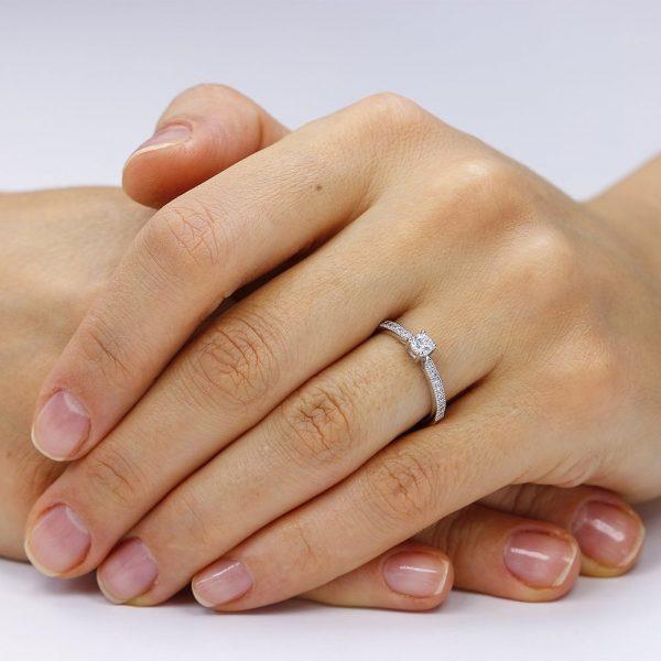 Inel de logodna argint Solitar cu cristale laterale mici TRSR065, Corelle